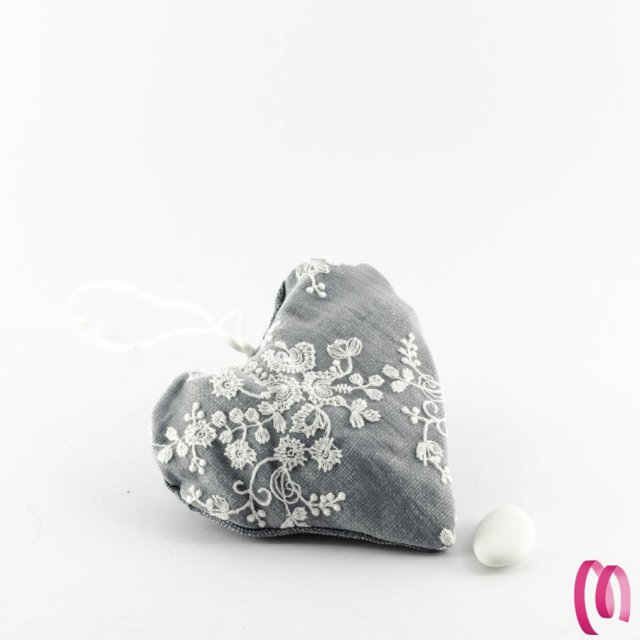 Cuscino cuore portaconfetti